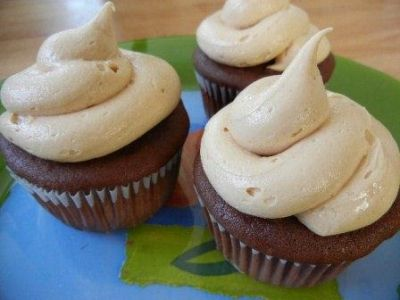 Dark chocolate cupcakes Peanut butter Frosting