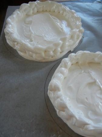 make a meringue pavlova